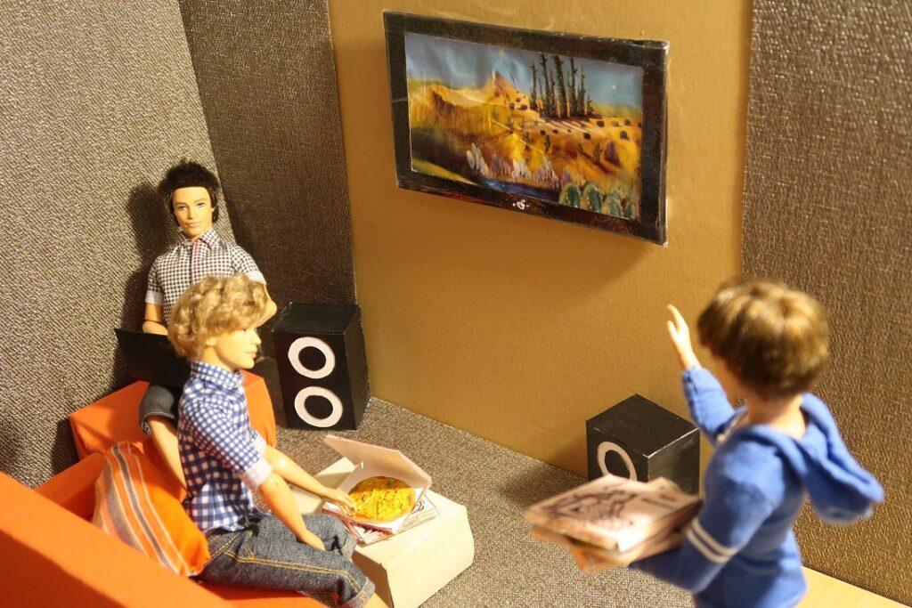 diy tv, reproduktory a pizza pro barbie